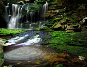 Waterfalls_Swirling_Pool_Mossy_Rocks
